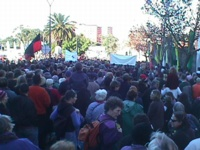 [The crowd on the approach to the bridge at Corroboree 2000. Photo by Luke Buckle]